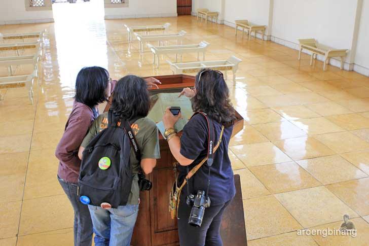 injil kuno gereja simultan menteng pulo