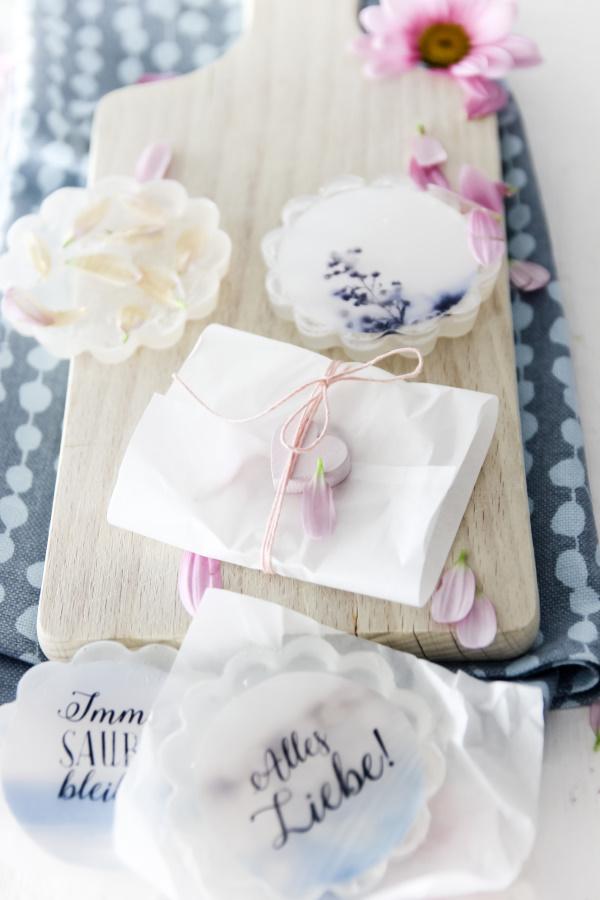 DIY Geschenk-Idee perfekt zum Muttertag, Vatertag, Geburtstag oder Weihnachten: Foto-Seife selber machen by titatoni.de