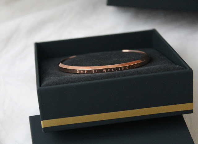 daniel wellington rose gold cuff