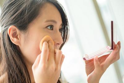 Hindari Kesalahan Makeup yang Sering Dilakukan Setelah Salat