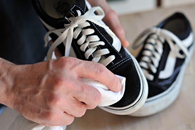 Cara Mudah Merawat dan Mencuci Sepatu Kets