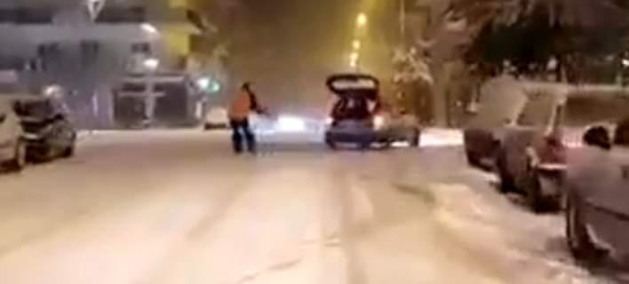 Άνδρας δέθηκε από αυτοκίνητο και έκανε σκι στους δρόμους της Ορεστιάδας [βίντεο]