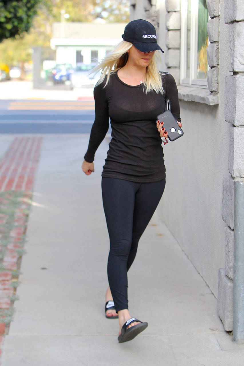 Kaley Cuoco in Tights Pants