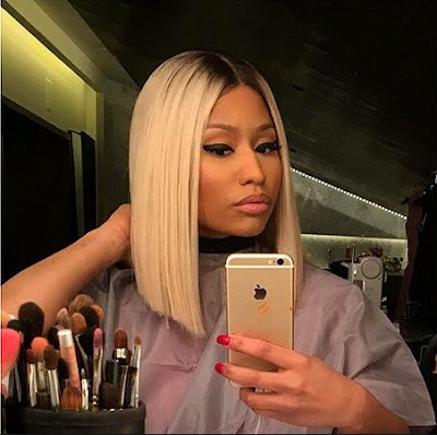Nicki Minaj Uses iPhone