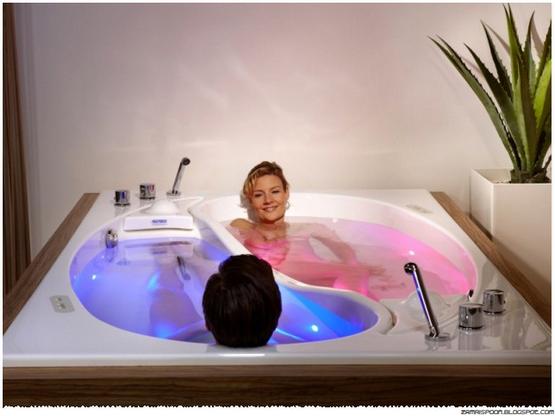menarik  bathtub berkembar khas untuk pasangan romantis