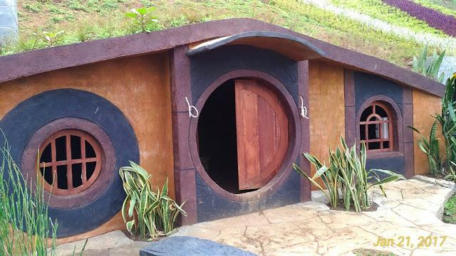 Rumah Hobbit Taman Kelinci Batu