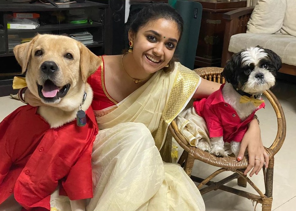 Keerthy Suresh in Saree with Lovely Smile with her Two Dogs Puppers