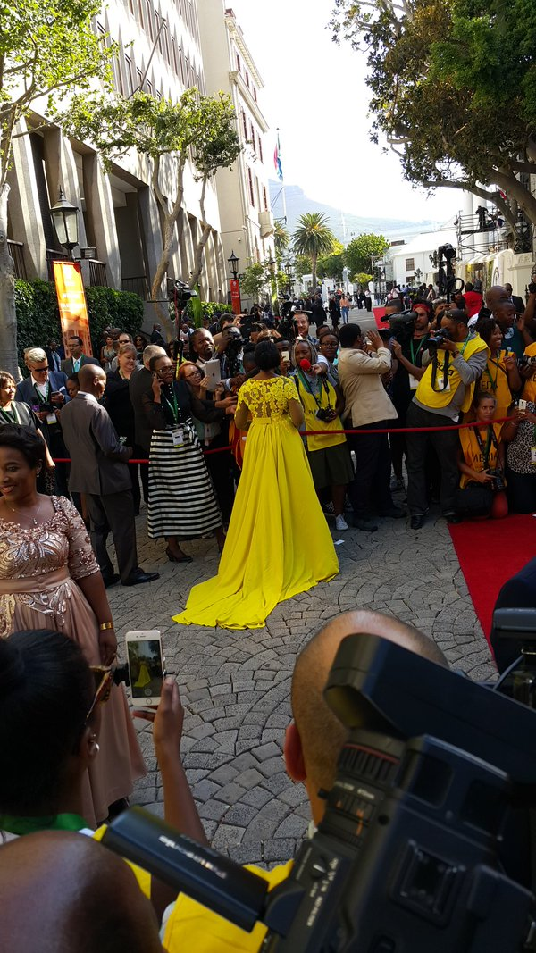 Thuli Madonsela Snatches A Number Of Wigs At Sona2016 With