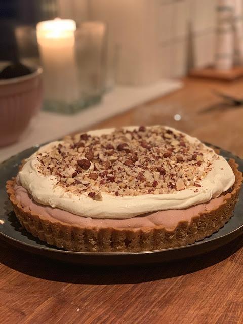 Nutellacheesecake med hasselnötter