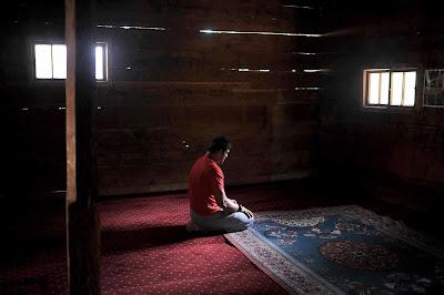 sendirian di musholla