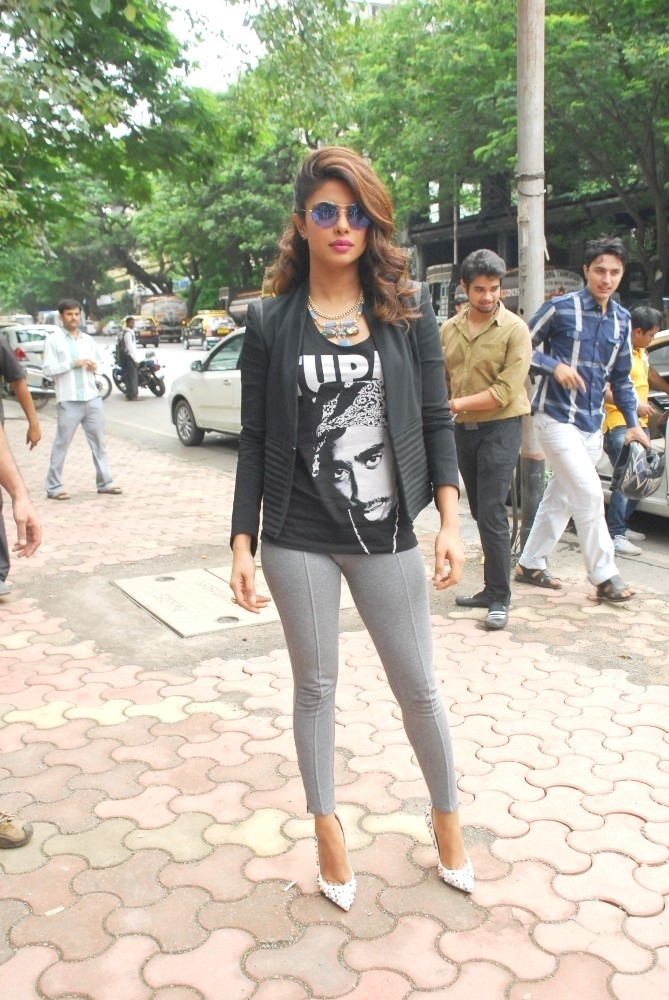 Confident and beautiful Priyanka chopra at film mary kom promotions at reliance digital in mumbai