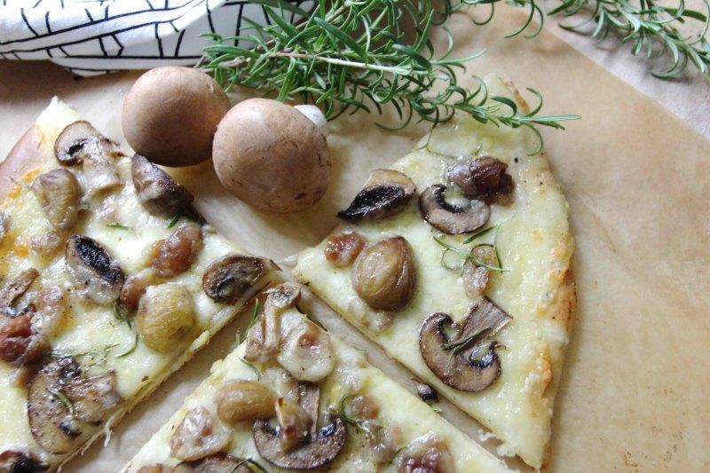 Pizza mit Kastanien und Champignons