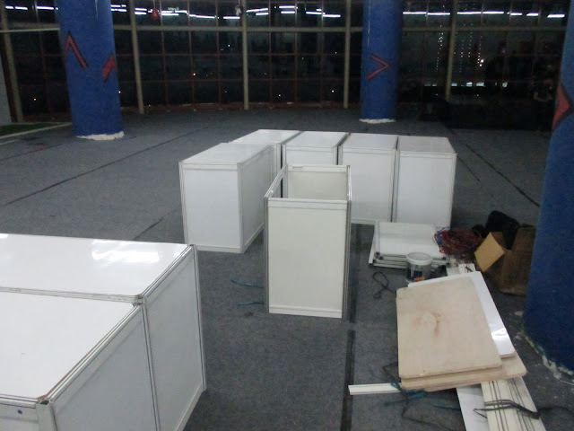 Jual Sewa Partisi Pameran R8, Stand, Booth, Panel Foto, Fitting Room, Sekat Partisi, Meja dan Lemari