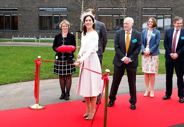 Crown Princess Mary wore ELISE GUG Silk Blouse and Gianvito Rossi Python pumps, Princess Mary wore DAY Birger et-Mikkelsen Skirt at opening hospital