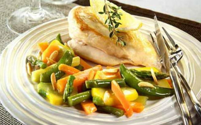 Κοτόπουλο με σπαράγγια και καρότο