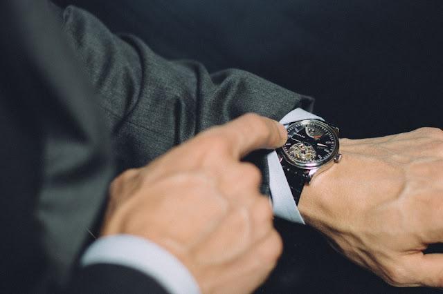 Relógio masculino em Paris