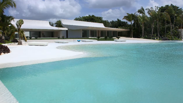Casas con piscinas en interiores exteriores dise o de for Diseno de casas con piscina interior