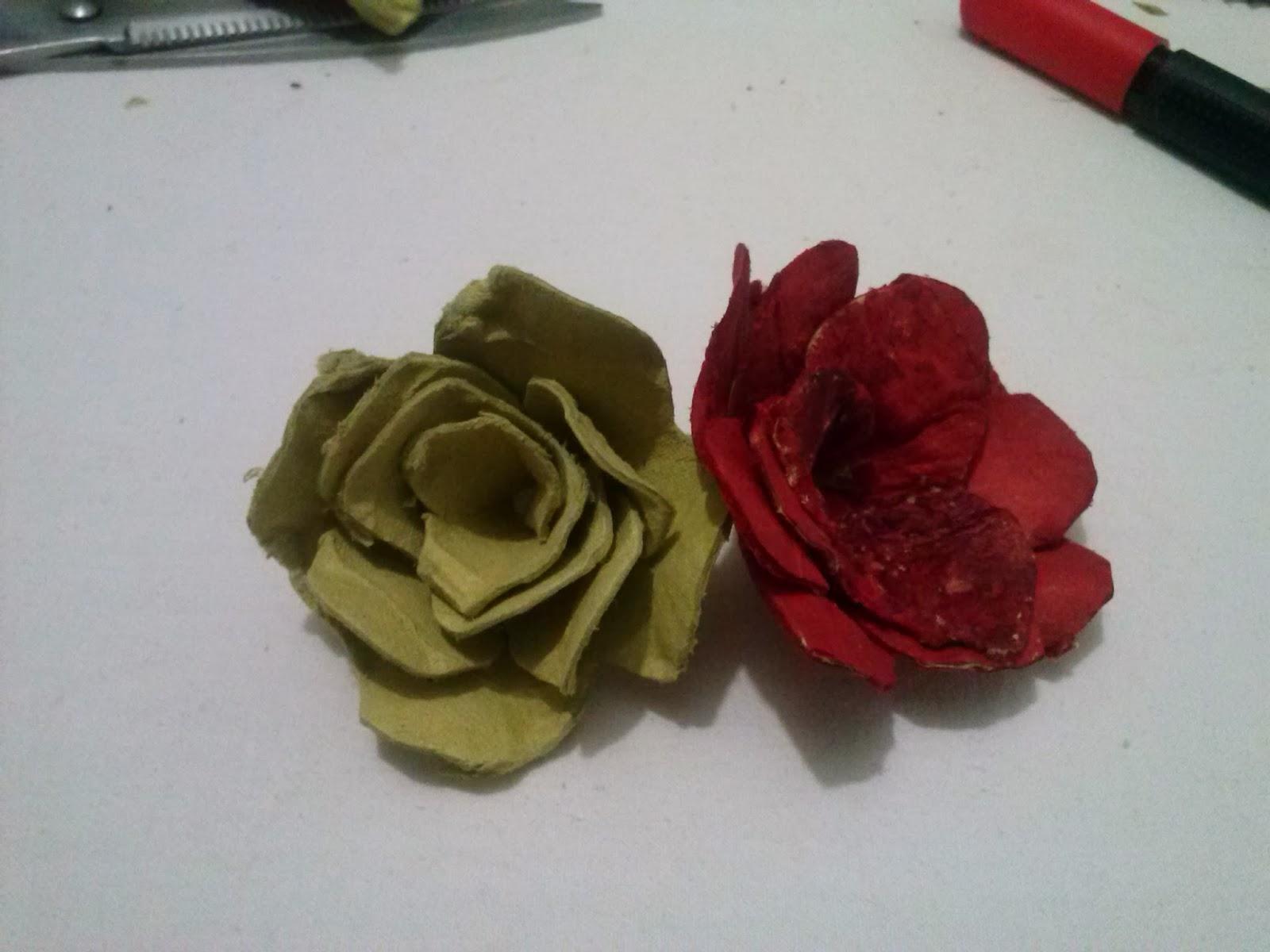 Flores pintadas de cartón de huevo