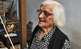 """Η 108 ετών Κυρά της Ικαρίας: """"Έρχονται να με δουν για να μάθουν γιατί ζω ακόμη»."""