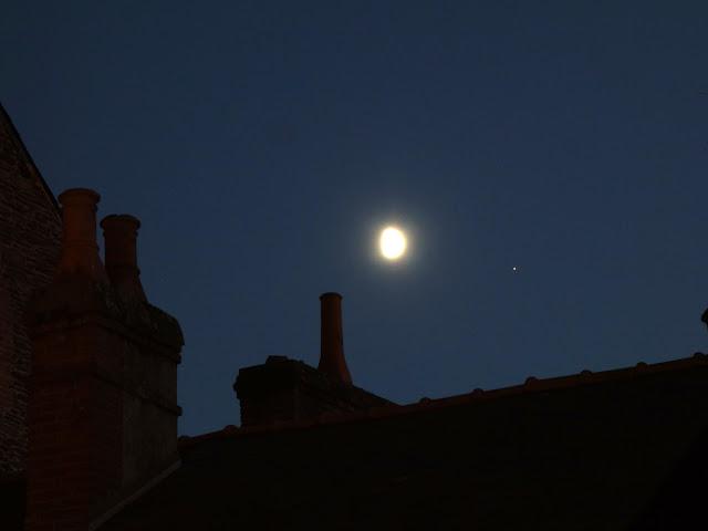 La Lune... et Mars la rouge dans le ciel de Rennes le 18 octobre 2018...
