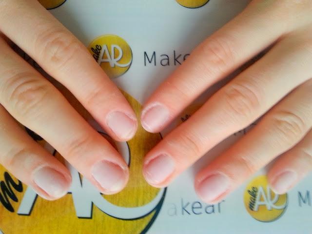 zmatowione paznokcie