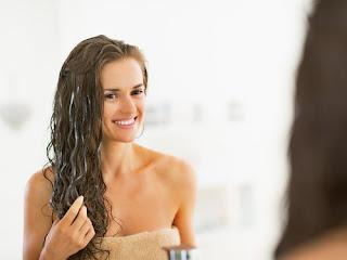 Conditionneurs de cheveux naturels: la bière, le vinaigre et l'eau de mer