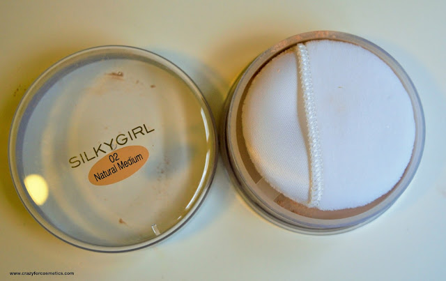Silkygirl Shine Free Loose Powder 02 Natural Medium shade swatch