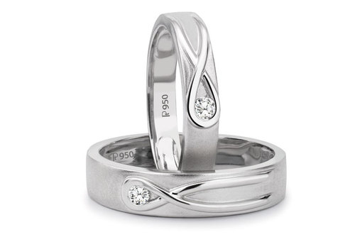 Platinum couple rings with infinity knot and a single diamond