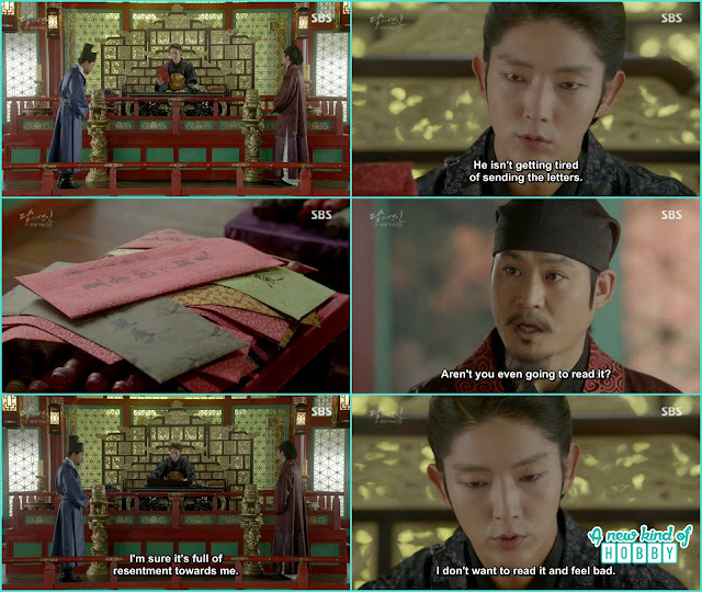 king receive Wang Jung letter and there was a pile of letters but he didn't read any  - Moon Lovers Scarlet Heart Ryeo - Episode 20 Finale (Eng Sub)