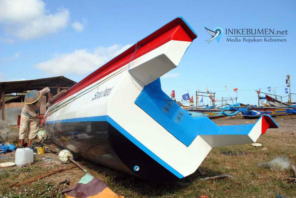 Tim SAR Belum Temukan Mesin Perahu yang Dihantam Ombak Besar di Ayah