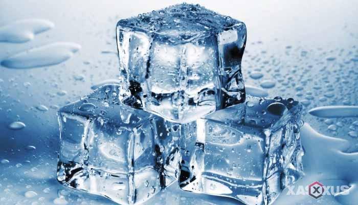 Cara menghilangkan bruntusan di wajah dengan es batu