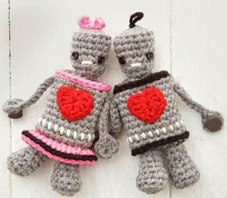 http://web.archive.org/web/20140527114622/http://www.crochettoday.com/files/patterns-pdf/MrMrsRobot.pdf