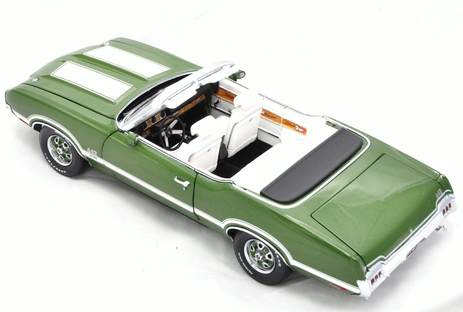 The Old Toy Box Franklin Mint 1972 Oldsmobile 442