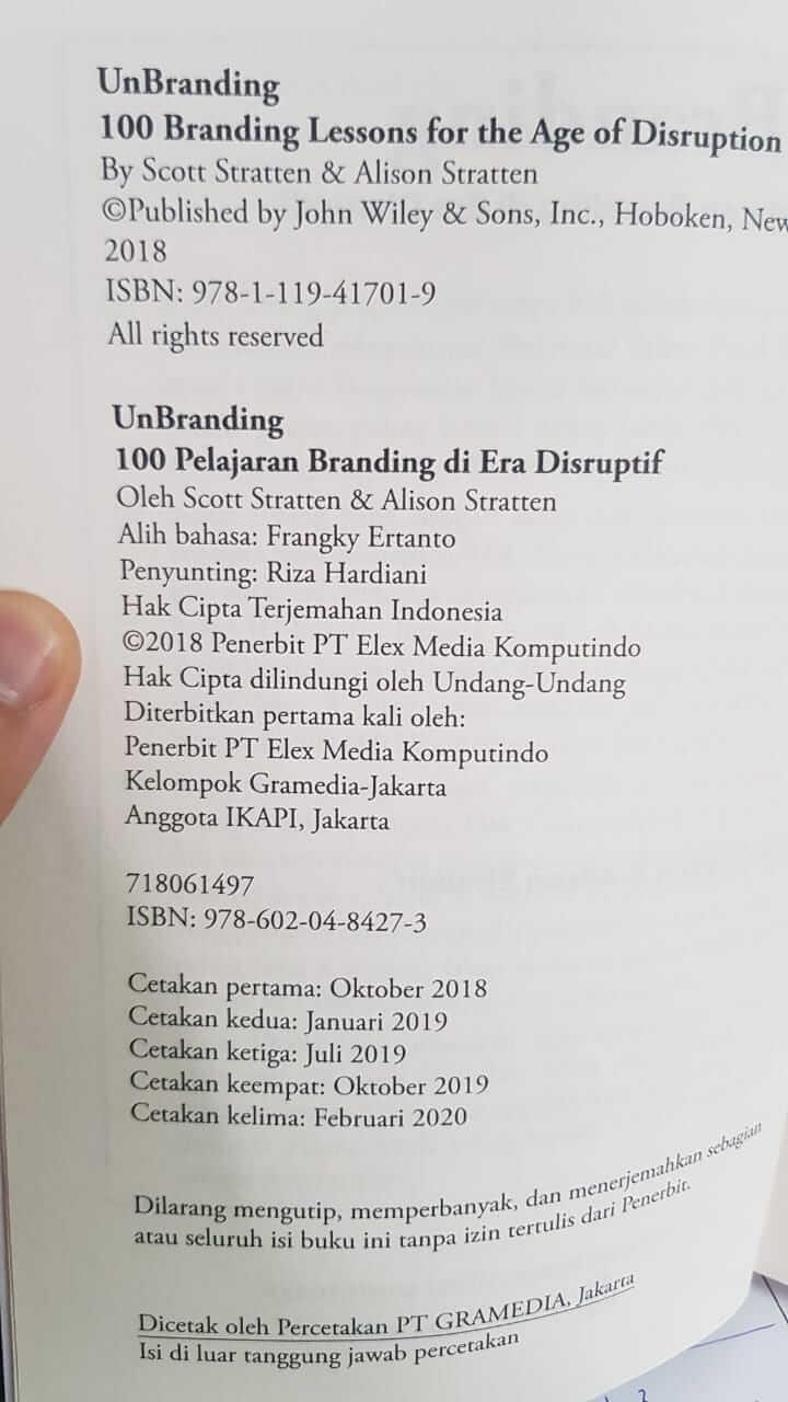 penerjemah buku Unbranding