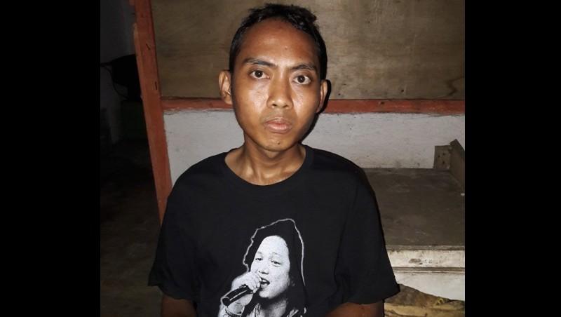 Syahrul Sidik (kaos hitam) saat ditangkap di sekitar Purwakarta