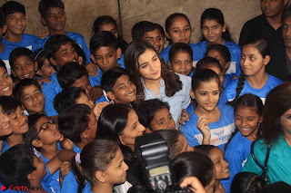 Alia Bhatt in Denim and jeans with NGO Kids 07.JPG