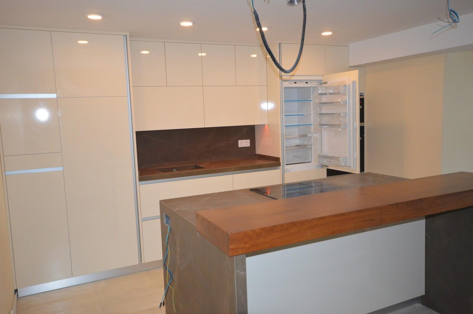 Reuscuina muebles de cocina crema brillo con gola for Muebles de cocina de 70 o 90