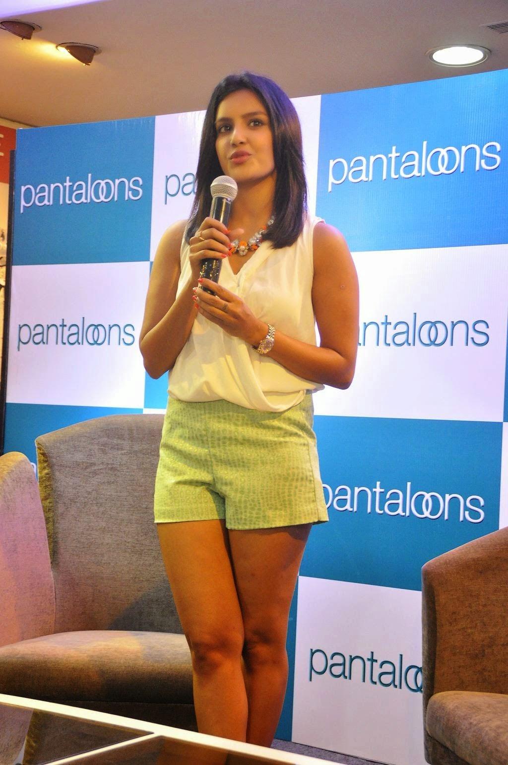 Priya Anand Hot Thighs Pics In Green Mini Skirt Photos