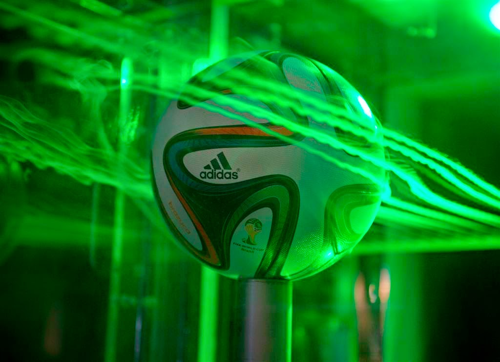 huge discount 54b68 8b6ca La Disfatta della Nazionale Italiana di Calcio è simbolo della sconfitta  italiota nella grande sfida della globalizzazione planetaria dei mercati.
