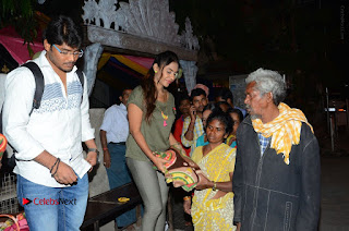 Actress Sri reddy (apthatrust director) Distrubuted Blankets for Orphans at Sai Baba Temple  0031.JPG