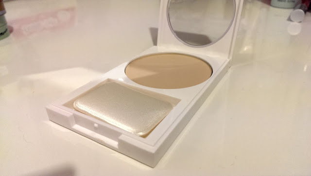 Picture of an open revlon nearly naked powder