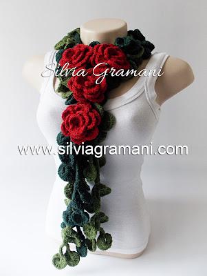 Colar e Cordão de Crochê com Flores
