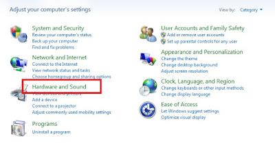 Pada opsi Adjust your computer's settings, Sobat klik Hardware And Sound.