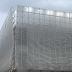 Parece um prédio normal como tantos outros... Mas espere até o vento soprar !