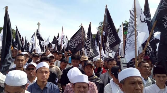 Pembakaran Bendera Tauhid Menyakiti Hati Setiap Muslim