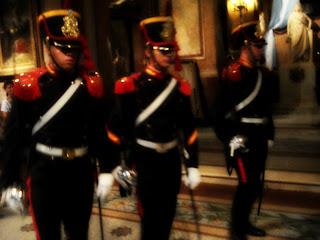 Guardas Vigiando o Jazigo de San Martin na Catedral de Buenos Aires