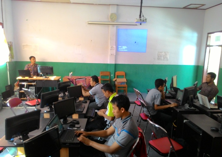 Sadar_Tantangan_IT Global,_Pemuda_Muhammadiyah_Watulimo_Bangun_Pondasi_Jaringan_Blogger