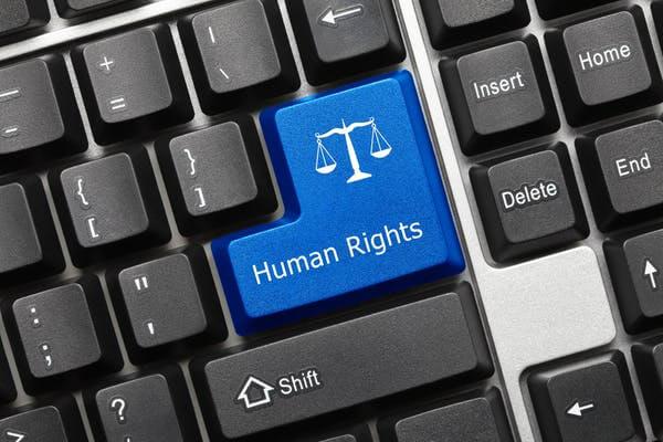لهذه الأسباب يجب علينا تدريس قانون حقوق الإنسان لمهندسي البرمجيات