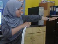 Peregangan punggung di kantor, stretching perut untuk orang sibuk