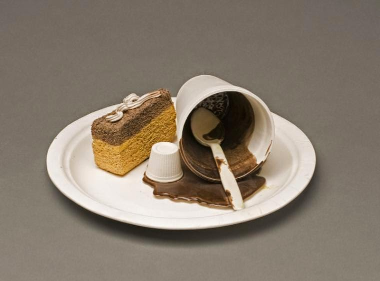 02-Cake-on-the-Plate-Victor-Spinski-Clay-Sculptures-replicating-objects-from-Daily-Life-www-designstack-co